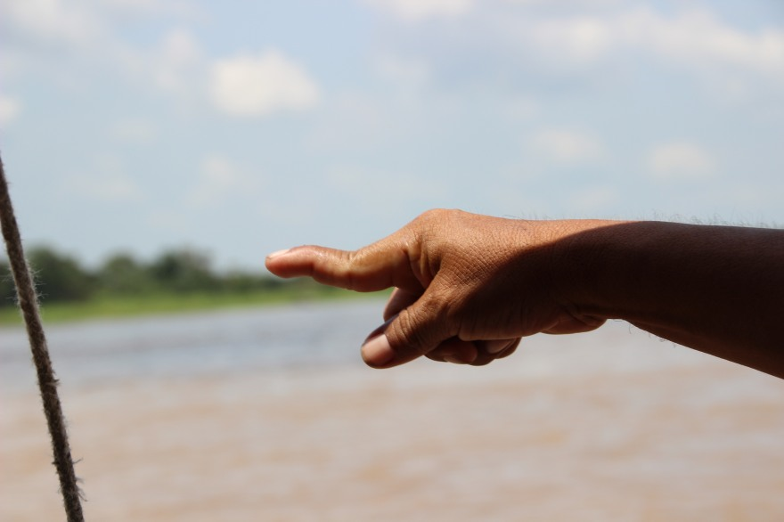22_finger of my guide in iquitos